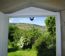 cottage sleeps 8 with wood burning stove between Lake District and Yorkshire Dales