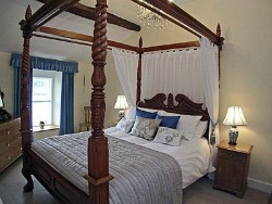 Lake District Cottage with 4 poster bed