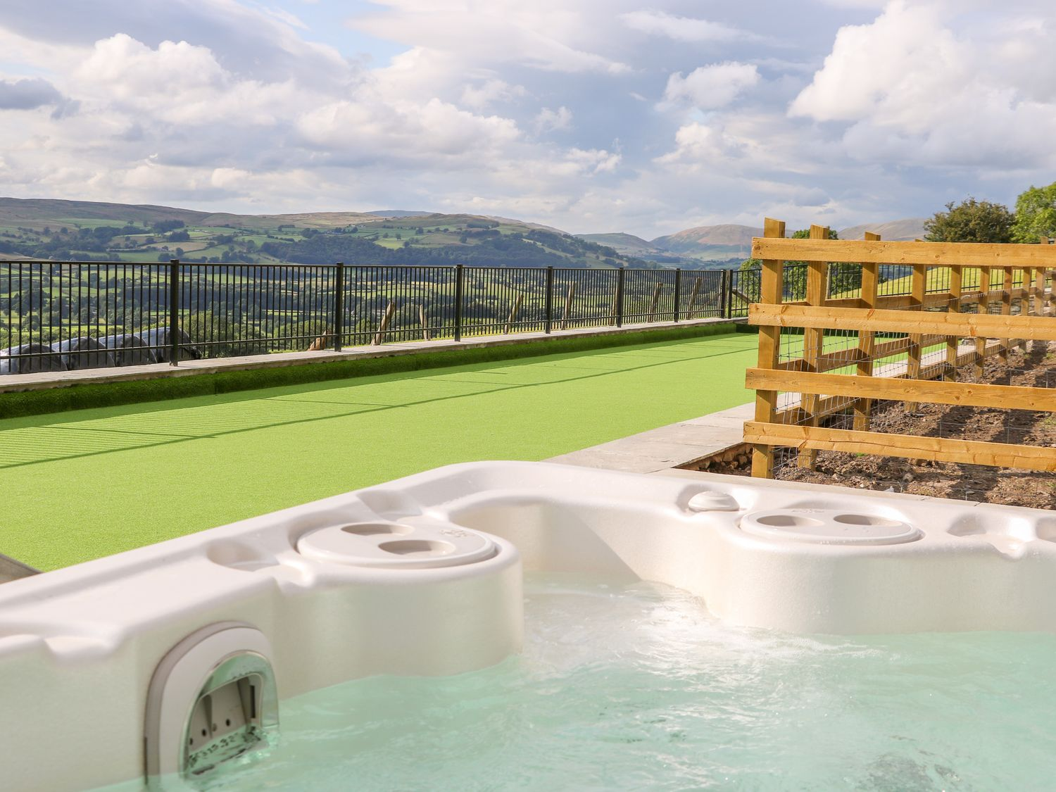 wonderful selection of cottages for larger groups - many pet friendly and with a Hot Tub
